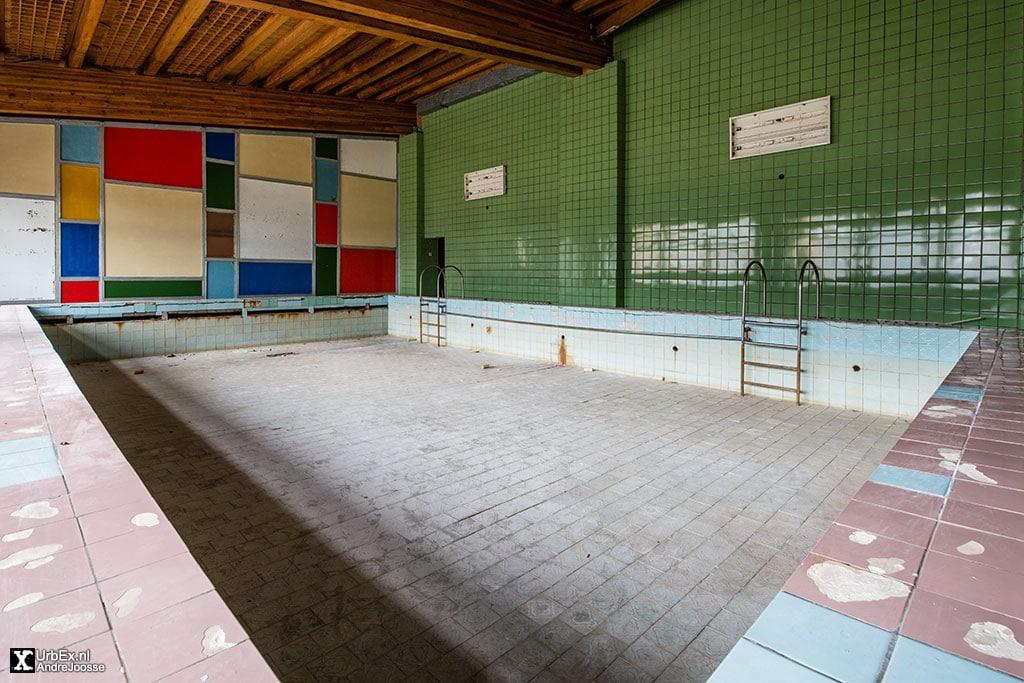 Pyramiden Swimming Pool